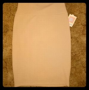 NWT Lularoe Cassie cream colored textured skirt